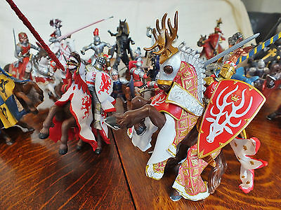 Large collection of Schleich Medieval Knight & horses 27 pieces