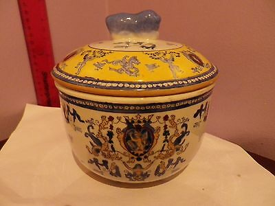 Fab Vintage Chinese Many Items Design Ginger Jar / Pot 17 Cms Tall, 16.5 Cms Dia