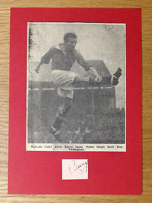 Johnny Berry signed card original picture Manchester United autograph Busby Babe