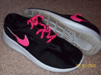 Youth Nike Black Pink Athletic Shoes Size 2