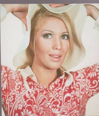 Gorgeous ANNETTE ANDRE `Randall & Hopkirk, Golden Shot) signed album card & PIC