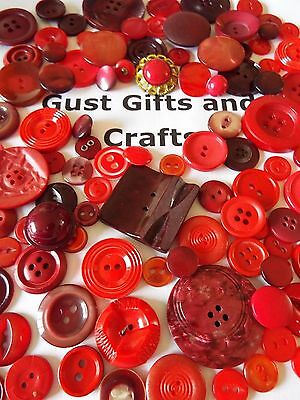 100 x Old/vintage buttons in shades of red