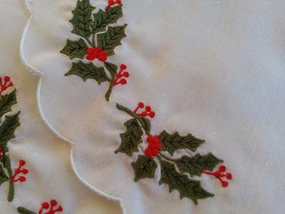 Vtg CHRISTMAS Holiday 8 Pc PLACEMAT Set Embroidered Green & Red HOLLY on White