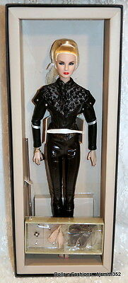 Nu Face Sister Moguls Giselle Diefendor Dressed Doll Extra Hands Box Stand ONLY