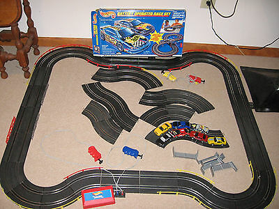 Mattel Hot Wheels Slot Car Race Set Extra Track Cars & More Battery Power 65796