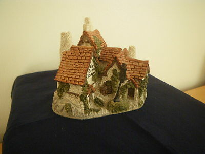 David Winter Cottages -  Green Dragon Pub.  Collectable.  Very Good Condition.