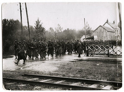 World War One Ww1 Original Photo - French Soldiers Passing Through Oulchy