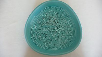 Grand Plat En Faience Extreme Orient Chine Japon Celadon Decor Dragon Signature