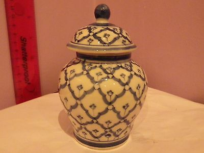 Handcrafted Oriental Blue & White Design Temple Ginger Jar/pot/vase 11 Cms Tall
