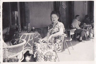 OLD PHOTO GLAMOUR WOMAN DRESS CAFE PISA ITALY FASHION 1950s OC486