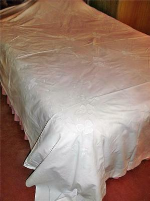 A Super Classic Antique Cotton Bedspread, Large Netted Shamrocks & Drawn Thread