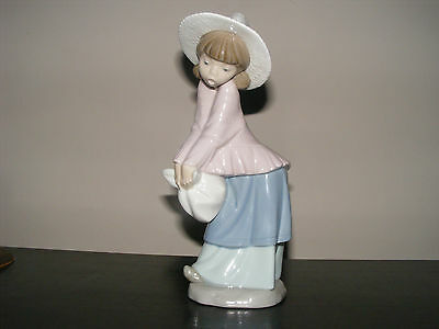 NAO by LLADRO - GIRL WITH STRAW HAT AND BUNDLE FIGURINE - EXCELLENT CONDITION