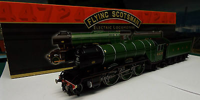 Hornby R3099 Flying Scotsman A3 Class Steam Locomotive 4472 LNER DCC Ready