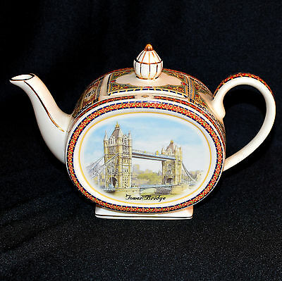 ** SADLER  TOWER BRIDGE TEAPOT Souvenir