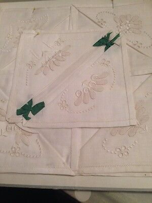1926 Gift Vintage COTTON LINEN  EMBROIDERED LADIES HANDKERCHIEFS .