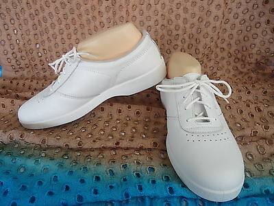 BOWLS SHOES Free Step Grosby Size 10B LADIES WHITE LEATHER Upper BNWOT #2602