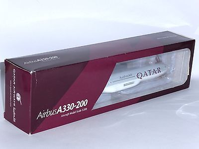 Airbus A330-200 Qatar Airways Hogan Corporate Collectors Model Scale 1:200