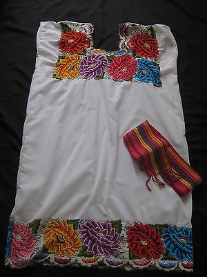 VINTAGE  MEXICAN OAXACAN BIG EMBROIDERED FLOWERS on WHITE DRESS  +SASH  L