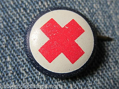 Vintage 40`s red cross pin no date