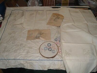 Vtg 40s Lot Stamped Emntroidery 2 Daisy Tablecloths & 4 Matching Napkins #me408