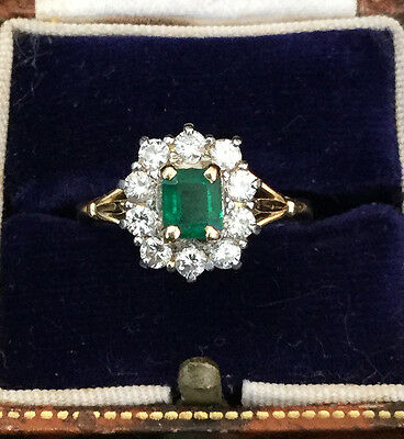 Vintage, Fine 18ct, 18k, 750 Gold Emerald & Diamond Cluster Ring, Dated 1980.