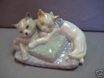Snuggle Cats Kittens Sleeping Porcelain Figurine Nao By Lladro  #1578