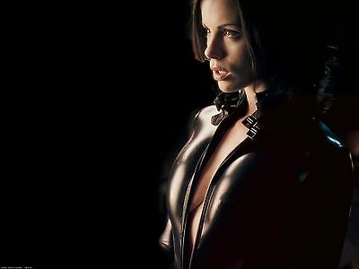 Kate Beckinsale Unsigned 8x10 Photo (51)