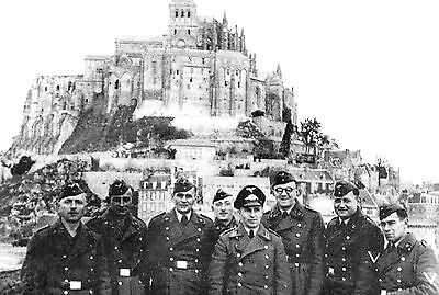 Photo WW2 - Les Allemands visitent le Mont-Saint-Michel en 1940