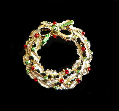A Vintage Christmas Brooch - The Prettiest Wreath You Will Find - High Quality
