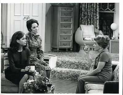 "Mary Tyler Moore Valerie Harper Mary Tyler Moore Show Original 7x9"" Photo #L9737"