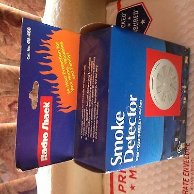 Smoke Detector with Quiet Reset Button and Fire Alarm Radio Shack Vintage,49-466