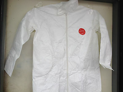New, Lot of 25 Pieces WHITE TYVEK COVER SUIT COVERALLS SIZE MEDIUM