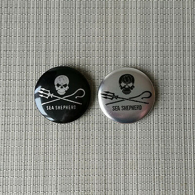 2 Sea Shepherd Metal Look Buttons / Pins / Badges 2.25 Inch / 56 mm Durchmesser