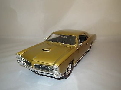 1 18 ertl american muscle 1966 66 pontiac gto gold us car. Black Bedroom Furniture Sets. Home Design Ideas