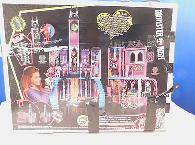 Mattel Monster High DMF91 - Mega Monsterschule Refresh Spielhaus