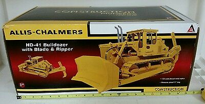 Allis Chalmers BULLDOZER FIRST Gear 1:25 scale diecast construction no reserve