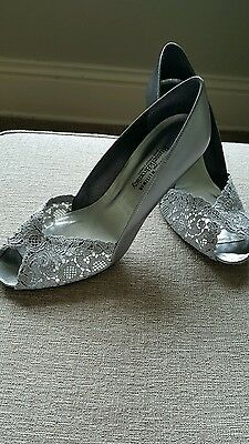 Stuart Weitzman size 39 silver wedding shoes lace front with sequins
