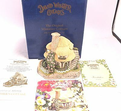 Vintage DAVID WINTER COTTAGES 'Mother's Cottage' BOXED With COA & CARD  - N01