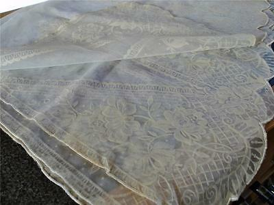 Decorative Display Vintage Cream Net Tablecloth With Printed Flower Pattern