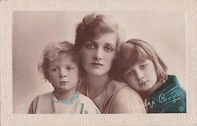 OLD POSTCARD GLAMOUR ACTRESS GLADYS COOPER CHILDREN GIRLS 1910s FASHION FB71