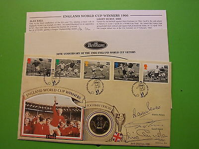 Benham 1996 Football Heroes 2 Two Pound Coin Cover Signed Hurst, Peters Charlton