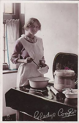 OLD POSTCARD GLAMOUR WOMAN ACTRESS GLADYS COOPER KITCHEN 1910s FASHION FB91