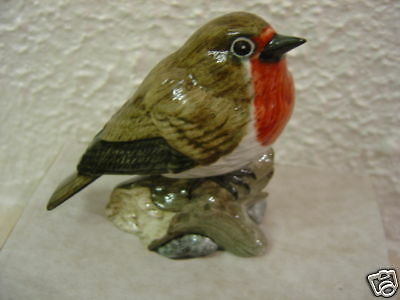 Superb  Figure Of A Robin Bird By Mack Signed & Boxed
