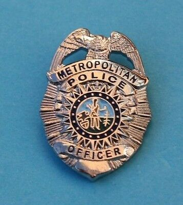 Usa    Metropolitan Police Officer      Pin  Badge      Good  Unused  Condition