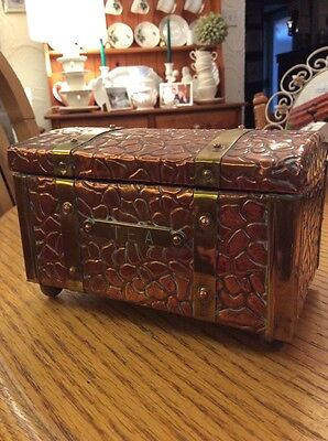 A Vintage Copper And Brass Wood Tea Caddy Shaped As Travelling Trunk #d