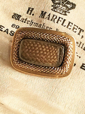 Georgian 18ct Gold Mourning brooch with bevelled glass compartment & woven hair.