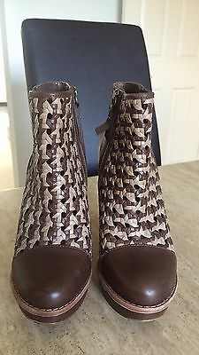 Ladies Ankle Ugg Boots Size 6.5