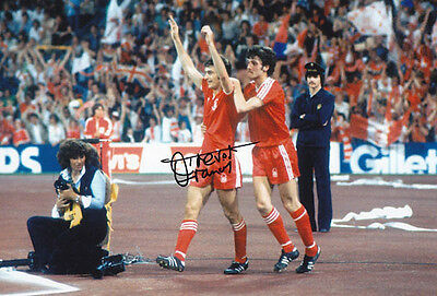 • HAND SIGNED 12x8 PHOTO NOTTINGHAM FOREST 1979 TREVOR FRANCIS