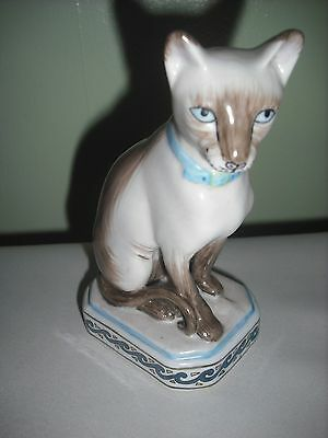 Quality Ceramic Pottery - Siamese Cat -Posed Sitting = Cats Collectors Item Vgc