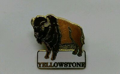 Vintage Yellowstone Buffalo souvenir Hat - Lapel Pin